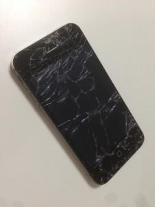 iPhone4Sの画面割れ
