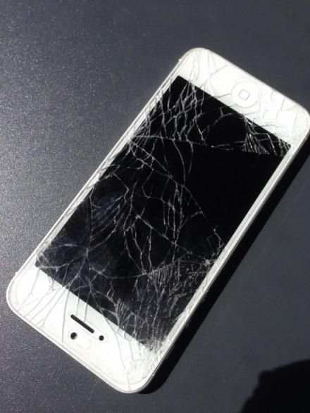 iPhone5画面割れ