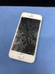 バキバキに割れたiPhoneも買取OK